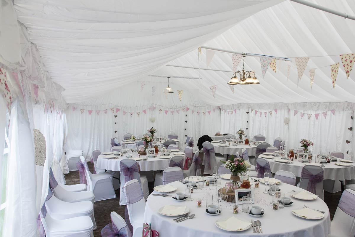Sommarbröllop - fest i partytält